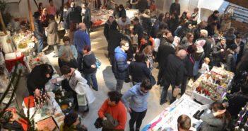 Großer Andrang am Adventmarkt im Museumshof