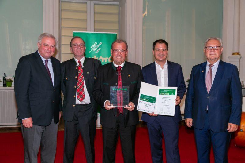 Auszeichnung für Kammern in Bronze mit politischen Vertretern